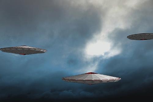 Видео: в Англии «танцующие НЛО» устроили светопредставление