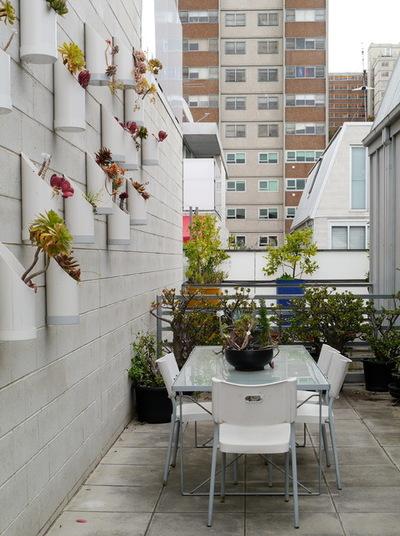 Лофт Балкон и лоджия by The Room Illuminated