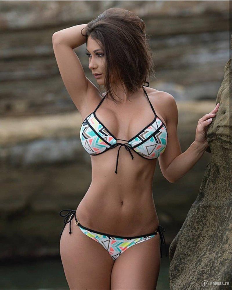 shemale-sexy-girls-on-a-bikini-woene-pussy-eate