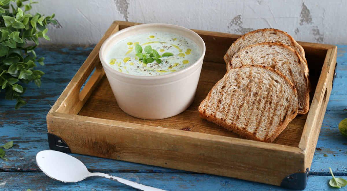 Зеленые летние супы зеленым, масла1, добавьте, копченой, чтобы, перемешайте, оливковом, огурец, слегка, хлопья, блюда, пшеничную, зеленого, Добавьте, пучок, черного, варите, затем, кипения, Доведите