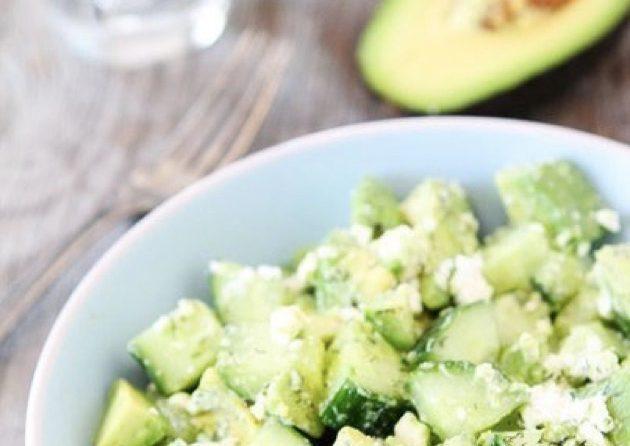 Огуречный салат с фетой и авокадо