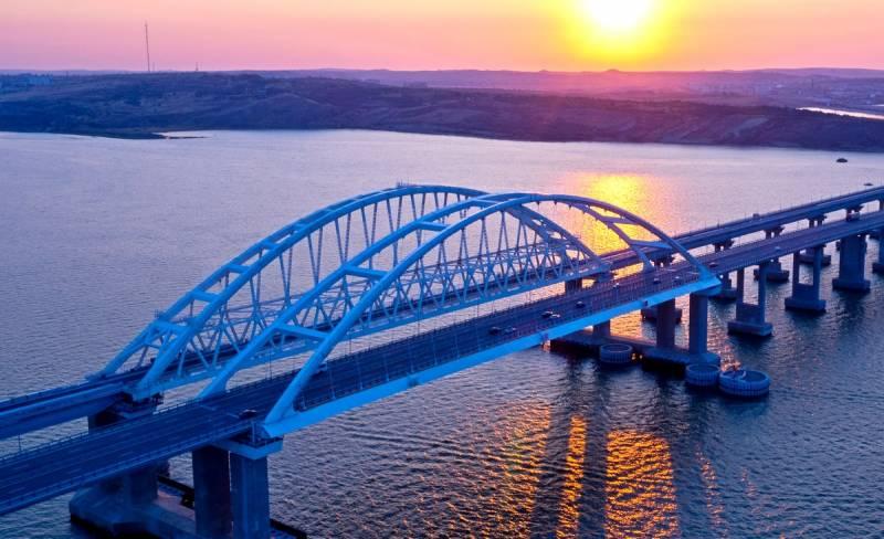 Запуск грузовых перевозок по Крымскому мосту доведет до крайности порты Украины