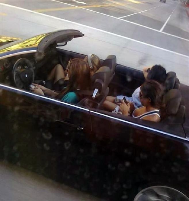 Увлеченные барышни. | Фото: DumpaDay.