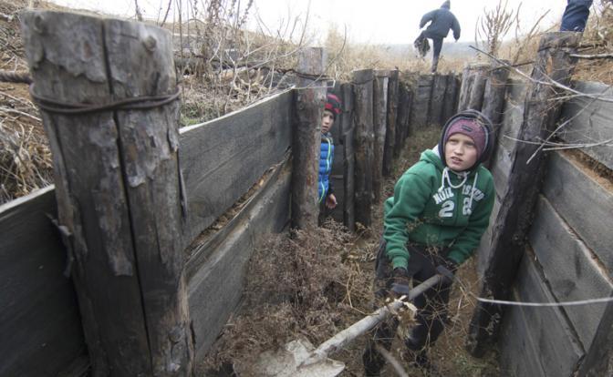 Враг у ворот: Украина и Россия готовят к войне детей