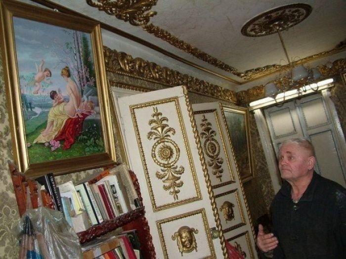 Неказистый дом из Брянской глубинки скрывает внутри настоящие царские хоромы