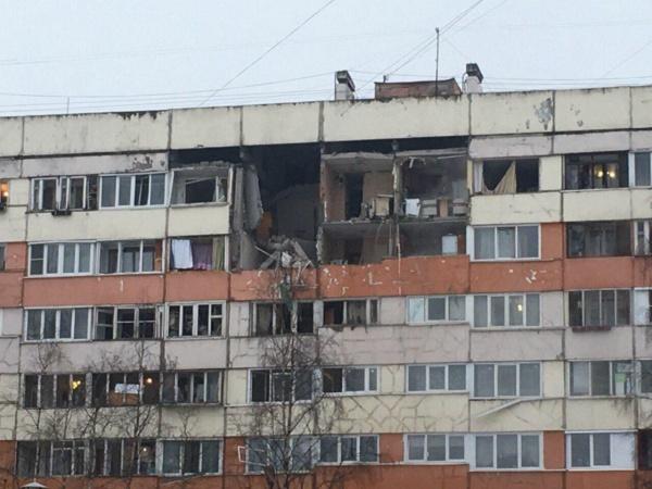 Врезультате взрыва вПетербурге госпитализирована женщина