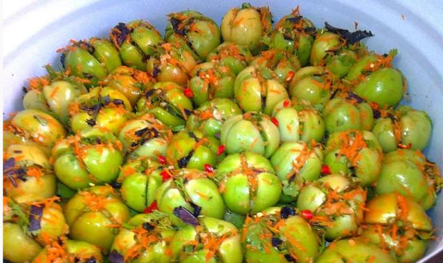 Зеленые, квашенные, фаршированные помидоры по — грузински.