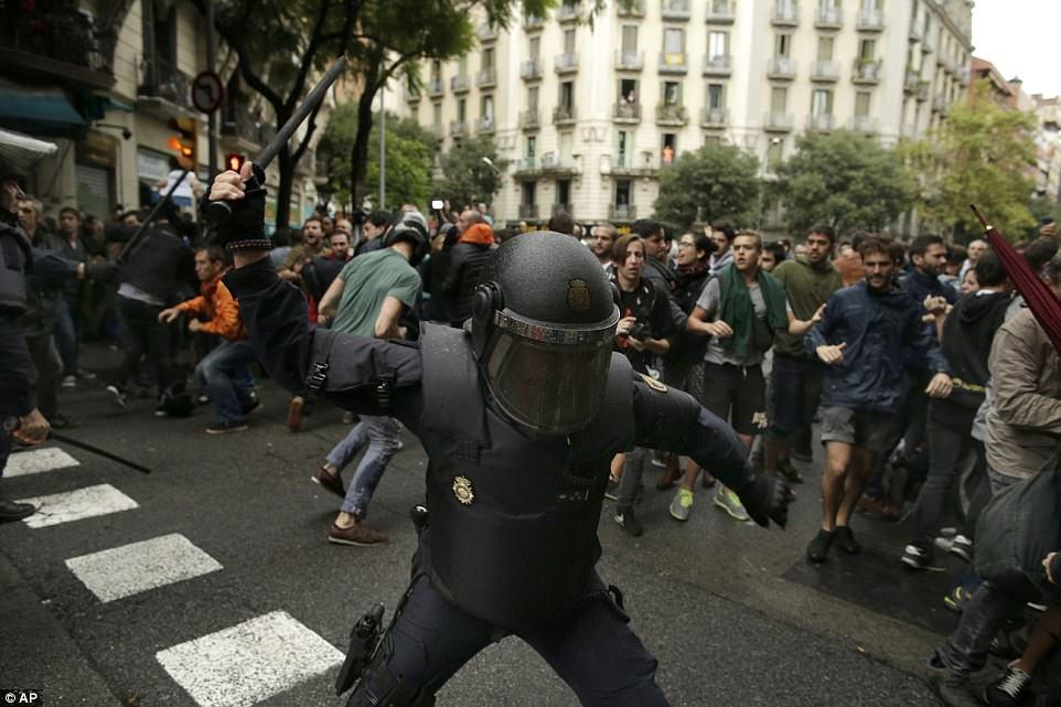 Референдум о независимости Каталонии: более 800 пострадавших в столкновениях с полицией