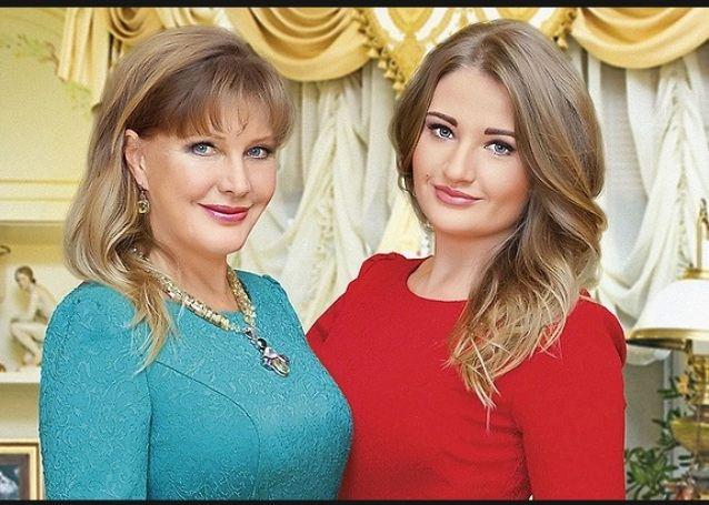 6 знаменитых красоток и их дочери, которые выглядят старше своих мам