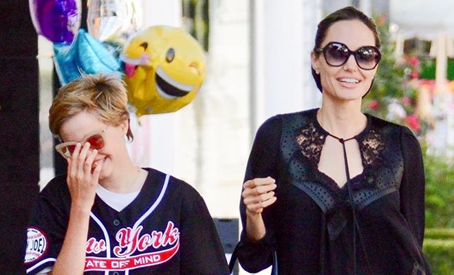 В магазин как на красную дорожку: Анджелина Джоли в кружевном платье на прогулке с детьми в Лос-Анджелесе
