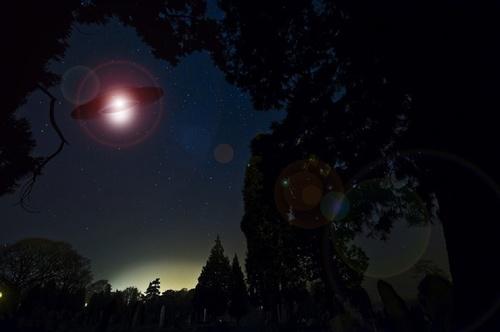 Светящиеся НЛО сняли на видео в Канаде