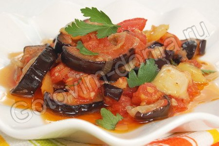 Вторые блюда- Баклажаны в томатном соусе с чесноком