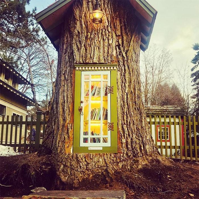 110-летний засохший пень портил весь пейзаж. Женщина сделала из него для соседских мальцов маленькое чудо!
