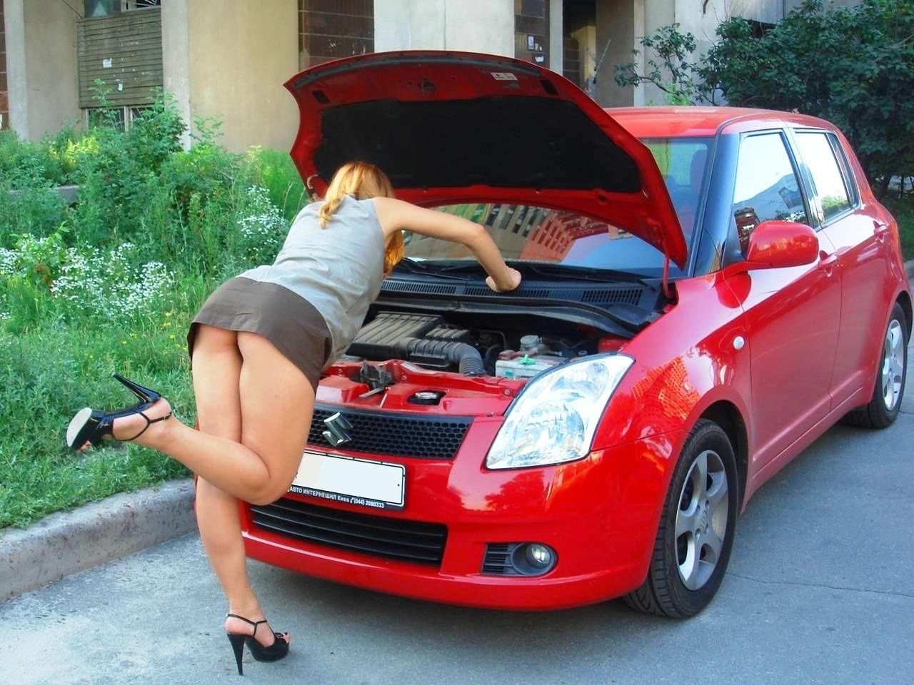 девушки сами лезут в машину эротическая