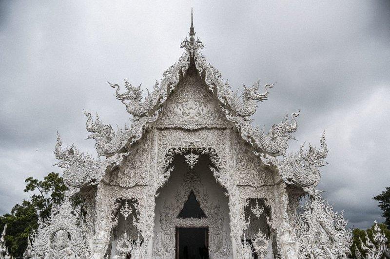 Находится Ват Ронг Кхун в небольшом городе под названием Чианг-Рай архитектура, буддизм, достопримечательность, путешествие, таиланд, фотомир, храм