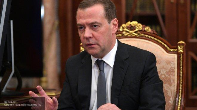 """""""Регуляторная гильотина"""": Медведев предложил облегчить жизнь бизнесу"""