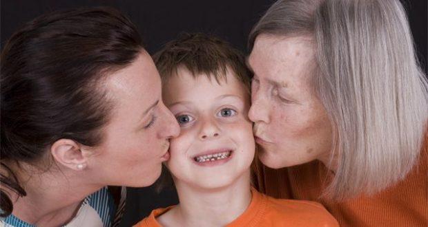 Кто лучше воспитает ребёнка – мама или бабушка