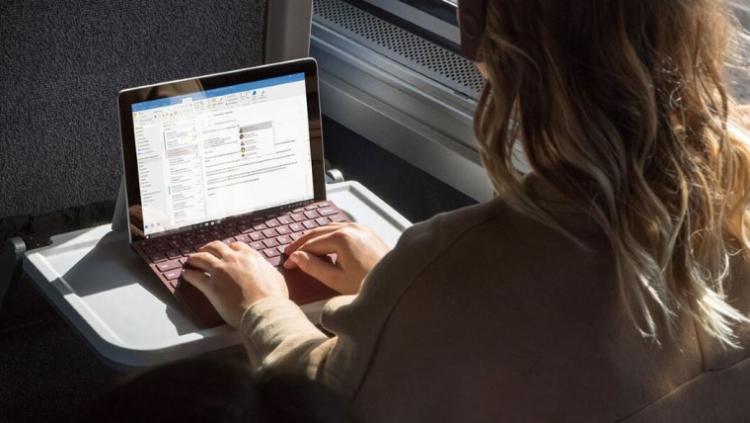 Microsoft представила планшет Surface Go стоимостью от $399