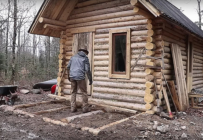 Как построить дом в лесу без бензопилы и перфоратора