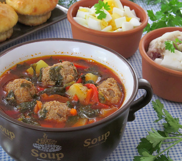 Томатный суп со щавелем и фрикадельками супы