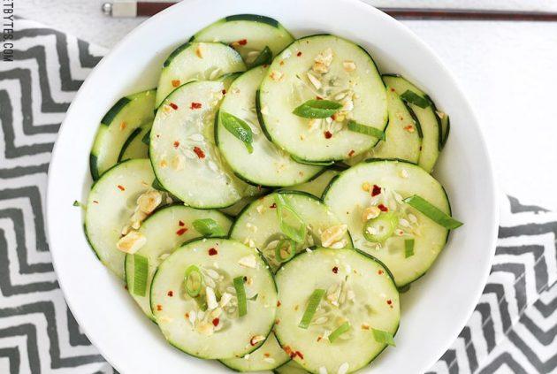 Тайский огуречный салат с арахисом