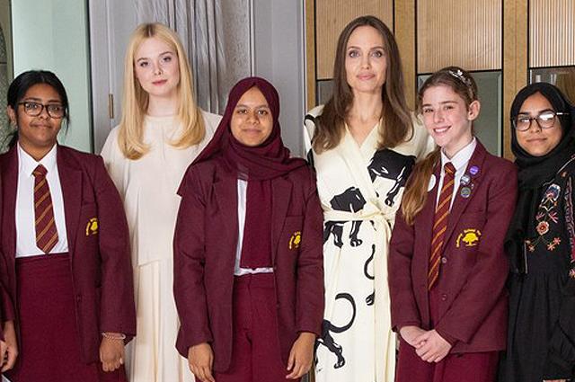 Анджелина Джоли и Эль Фаннинг встретились с лондонскими школьницами в Международный день девочек