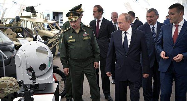 """Владимир Путин: """"России необходимы новые виды оружия и военные технологии""""."""
