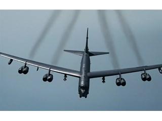 """Разбомбить Крым. Зачем США нацелили на полуостров """"летающие крепости"""" B-52"""