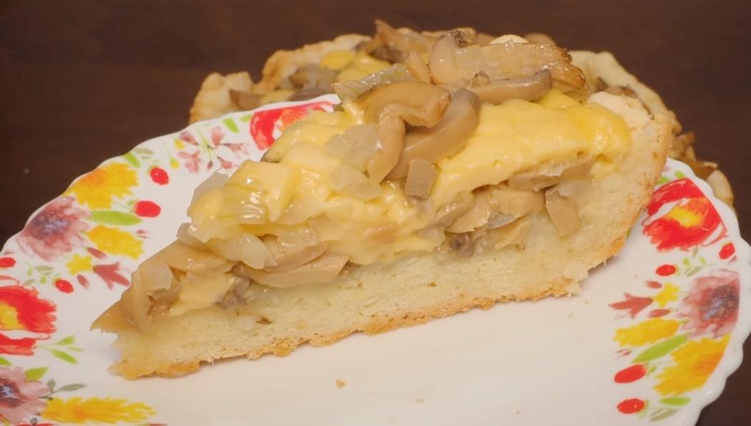 Готовим в мультиварке: вкуснейший пирог с грибами и сыром