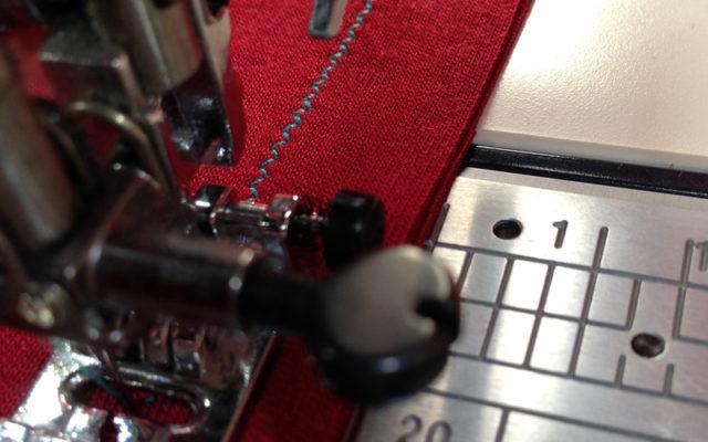 33db37edb63 Как шить трикотаж на швейной машинке  5 способов - Это интересно ...