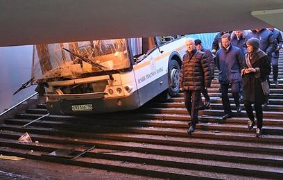 Власти Москвы окажут помощь семьям погибших в ДТП с автобусом