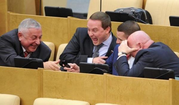 Парламентарии нехотят снижать свои зарплаты досреднероссийского уровня