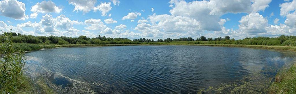 Необычное круглое озером недалеко от поселка Стрелецкое Фото - Николай Субботин.