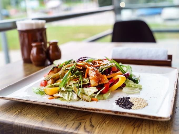 Шедевры японской кухни: салат «Сяке терияки»