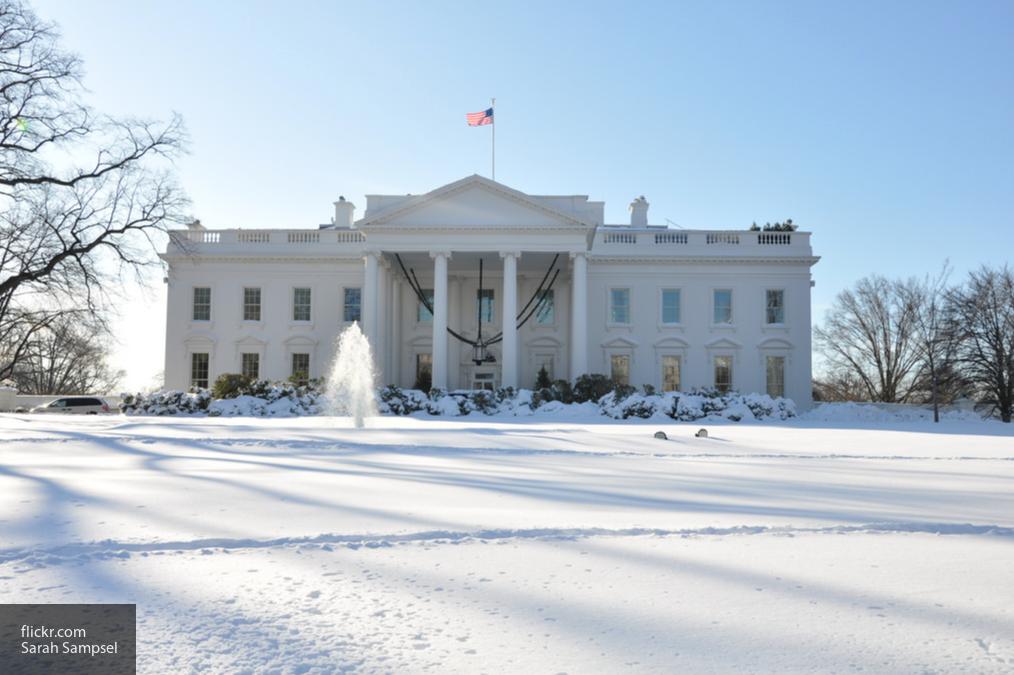 «Будьте осторожны»: Трамп посоветовал американцам оставаться дома из-за непогоды
