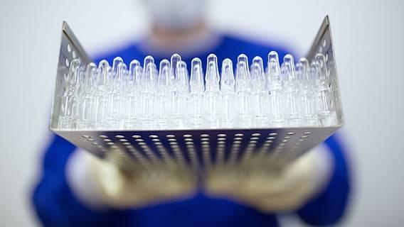 Великобритания ответила на обвинения ЕС о блокировке экспорта вакцин