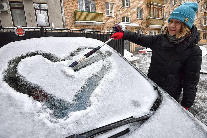 Снегопад в Москве: пробки 7 баллов, водителей просят пользоваться метро