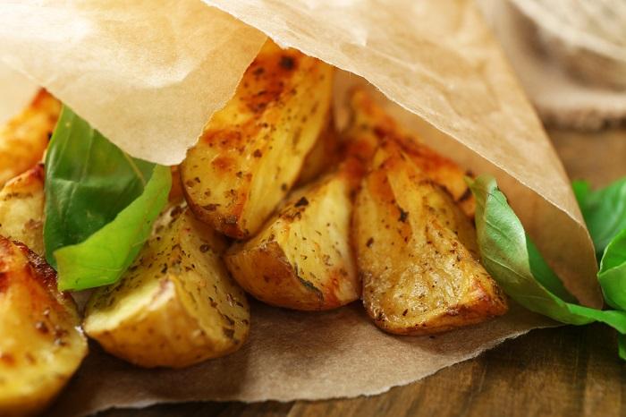 Эта запеченная в пергаменте картошка покорит вас с первого кусочка!