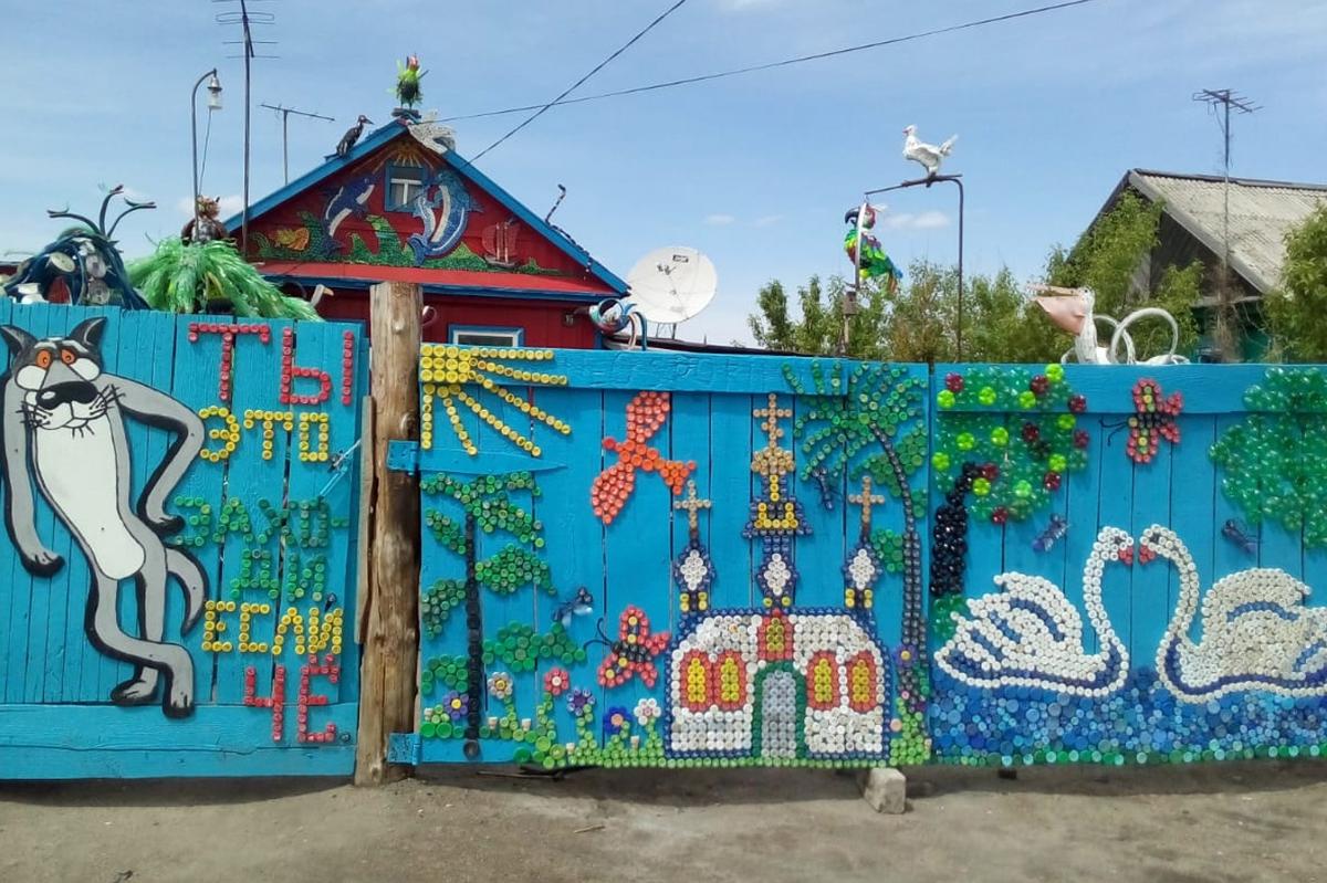 Казахский дальнобойщик превратил свой дом в сказку