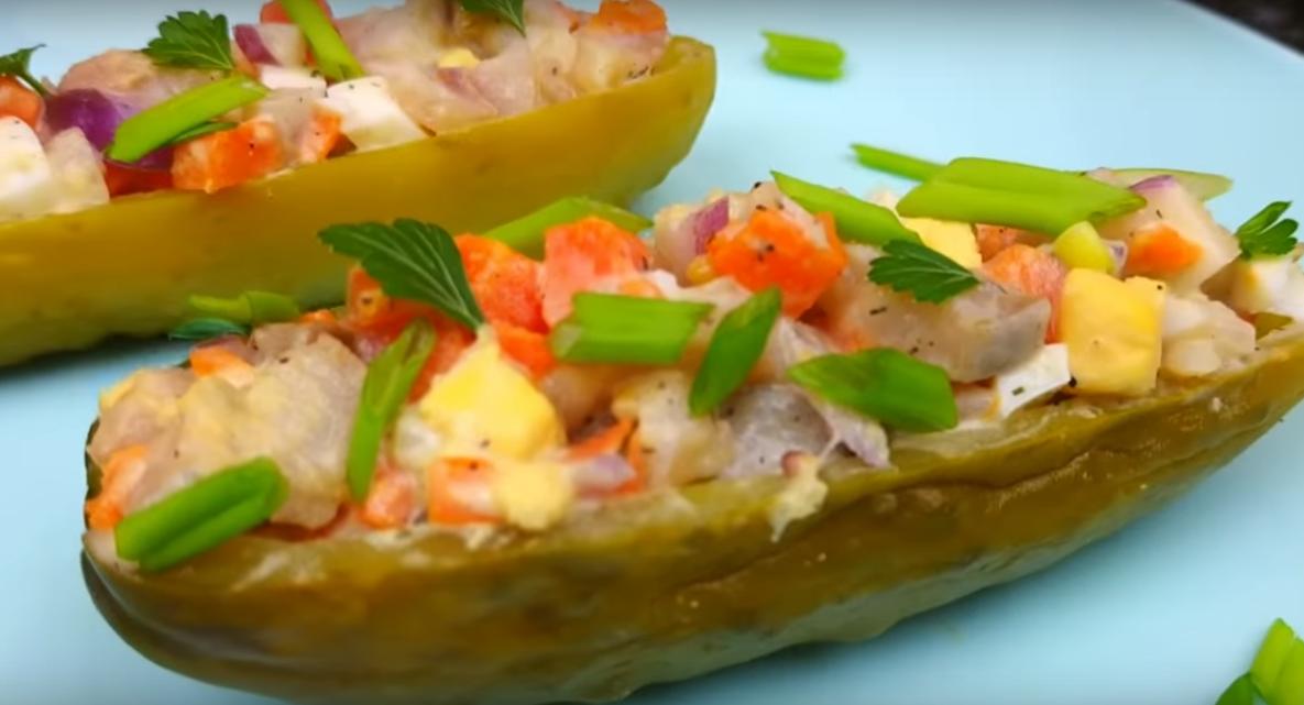 Простой салатик с необычной подачей - гости будут в восторге
