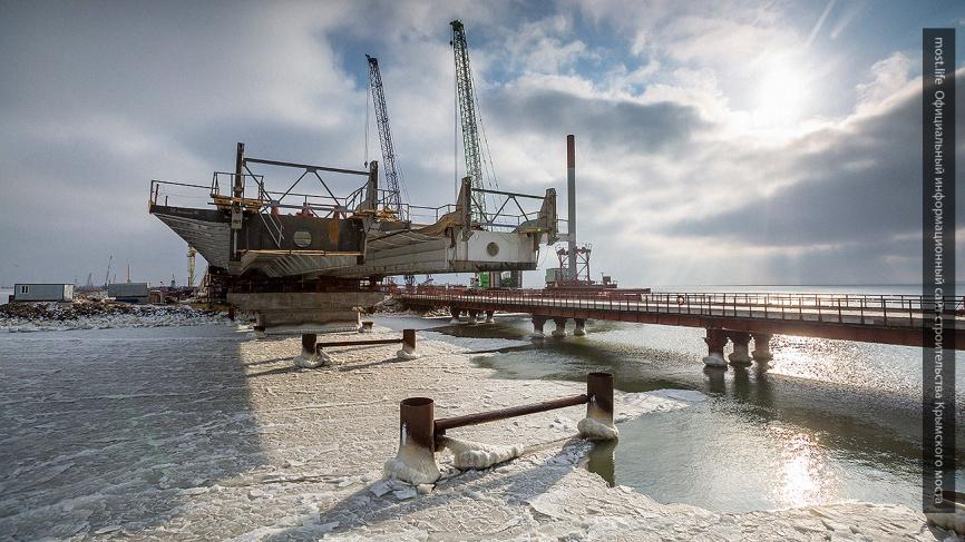 «Стройка века»: в Крыму назвали сроки, когда Керченский мост полностью замкнется