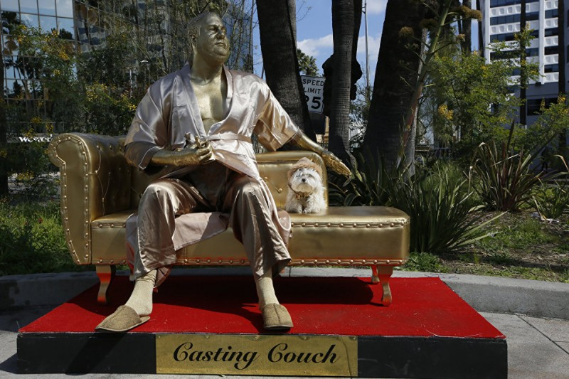 В Голливуде установили  статую  Харви Вайнштейна