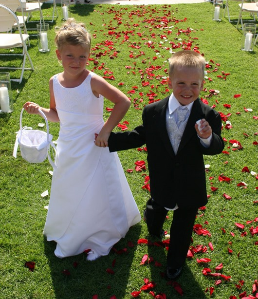 1398550636_weddings_sandiego_kidsflowers_thumb4 (530x614, 149Kb)