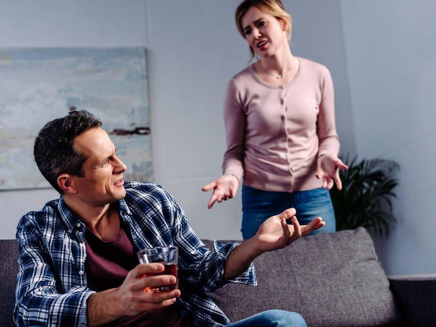 Самоизоляция с бутылкой. Может ли за время карантина развиться алкоголизм? алкоголизм,алкоголь,здоровье,карантин