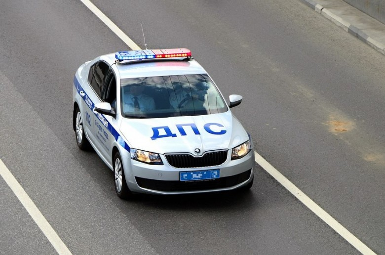 Надо ли останавливаться по требованию 'гаишника', патрулирующего улицу на личном авто?