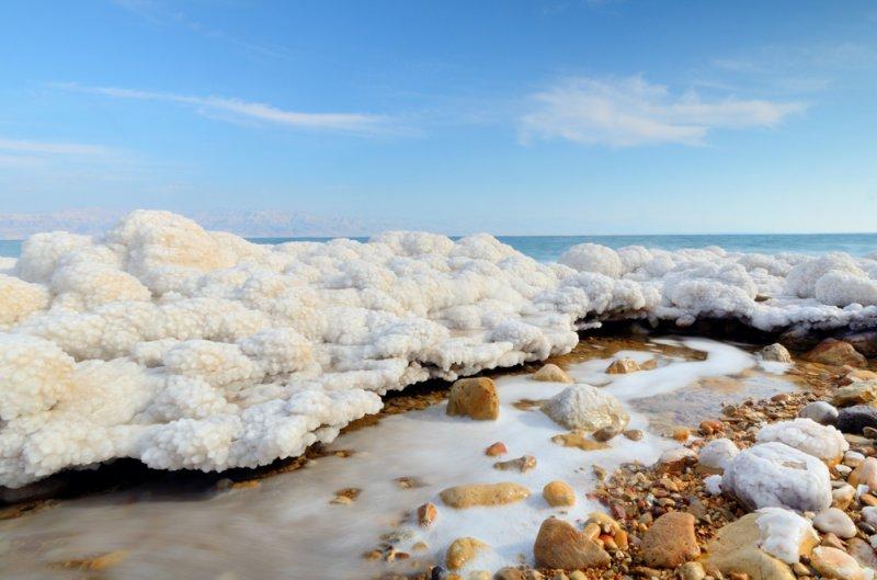 Добавьте 300 грамм соли в литр воды и получите ту же соленость, что в Мертвом море (в 10 раз больше, чем в других морях!)