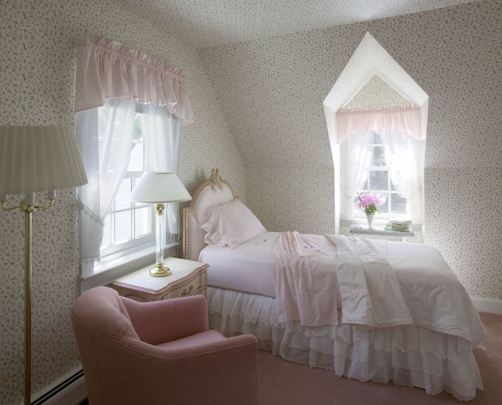 1490289578-home-trends-bed-ruffles-1490208381