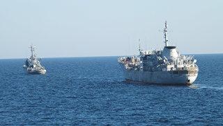 Два корабля ВМС Украины прошли под арками Крымского моста в сопровождении судов береговой охраны погранслужбы ФСБ РФ