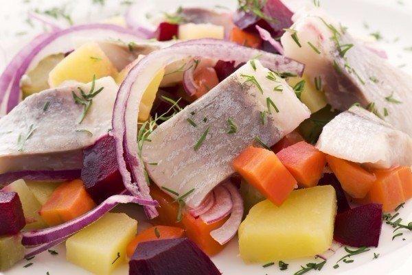 Для любителей селедочки: датский салатик из солененькой сельди