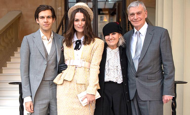 Кира Найтли получила Орден Британской империи из рук принца Чарльза